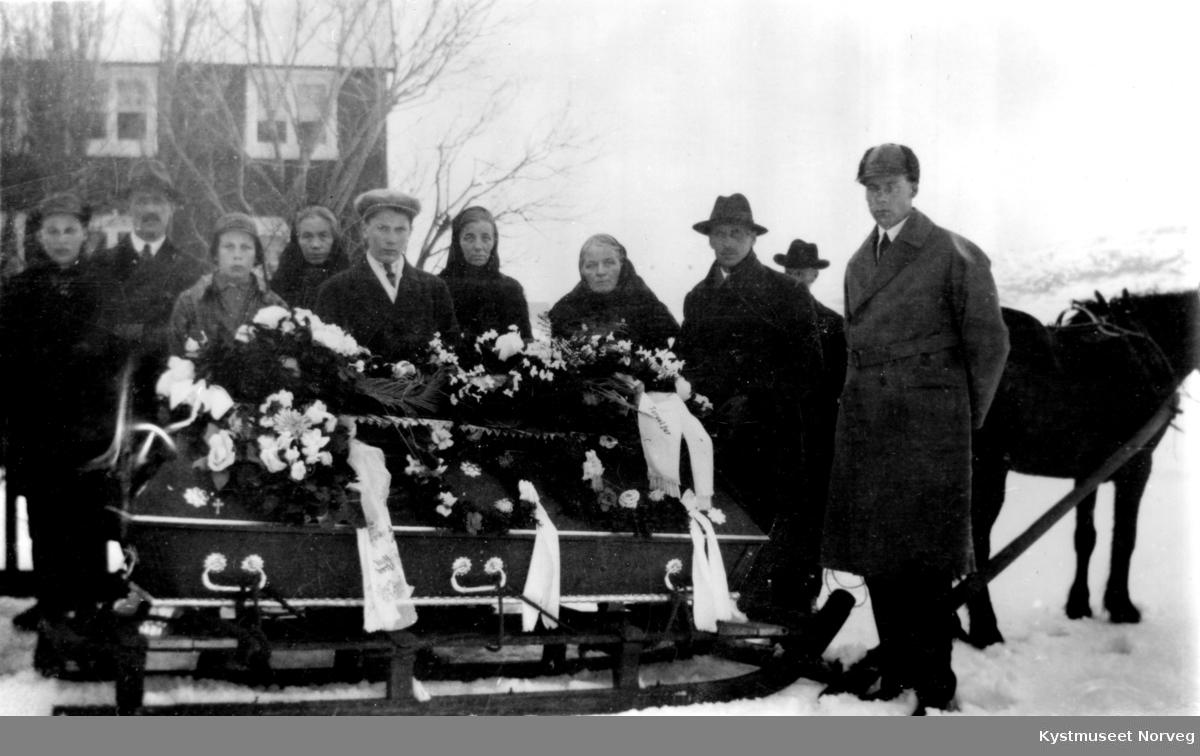 Aksel Olsens bestefars begravelse på Varøya