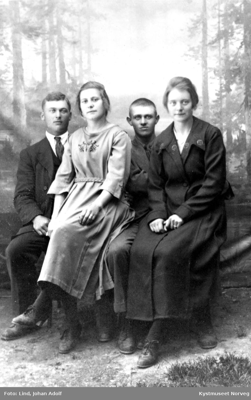 Lorentz Bondø med frøken Hulda Hasfjord? og Lund Bondø med  frøken Jofrid? på fanget