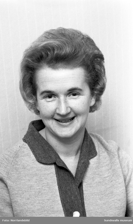 Fru Karin Jonsson, Åkergränd 6 i Sundsvall, röstar i Svensktoppen.