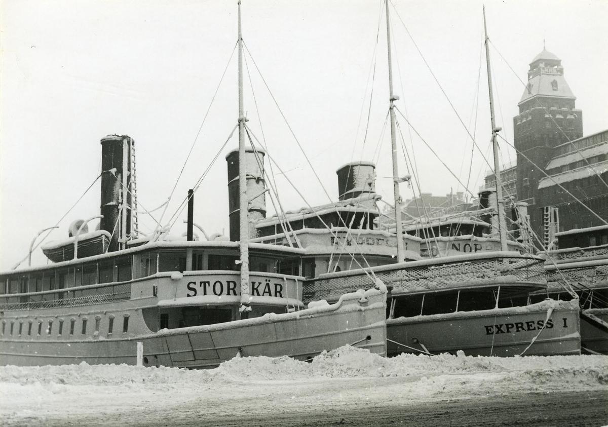 Nybroviken, Stockholm, med vinterupplagda Vaxholmsbåtar.