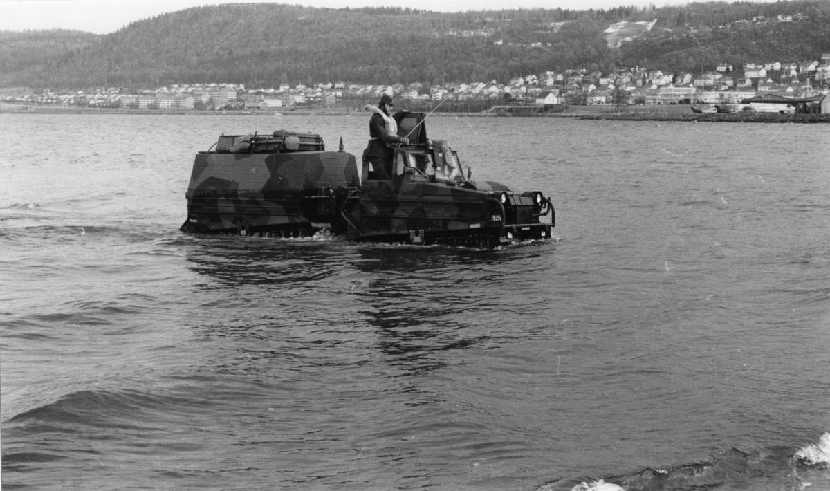 Radiobandvagn 203, Volvo. A 6. Övningskörning i Vättern.