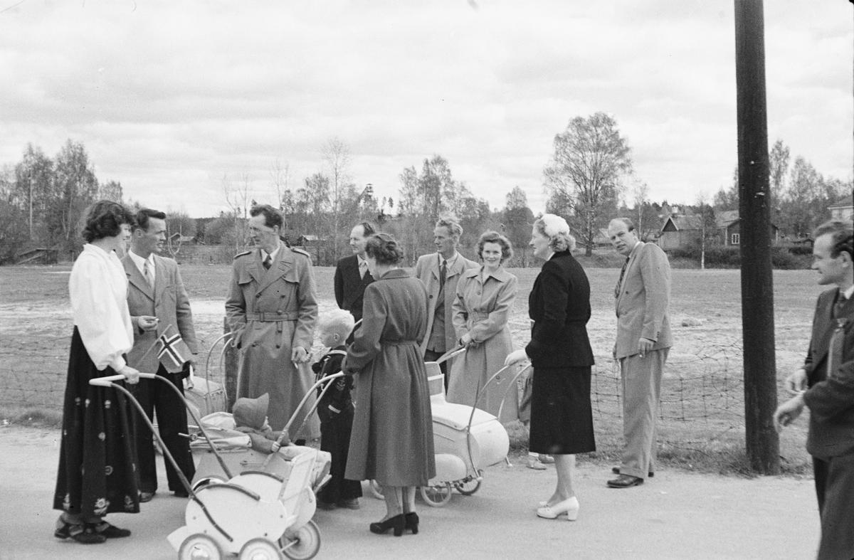 17. mai. Elverum.  1954. Torggata.