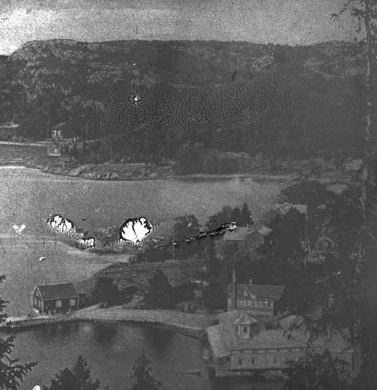 """""""Gustafsberg. Gustafsberg taget från bergshöjden, här har man en härlig utsikt över fjorden. Nederst på bilden ser vi badhuset."""""""