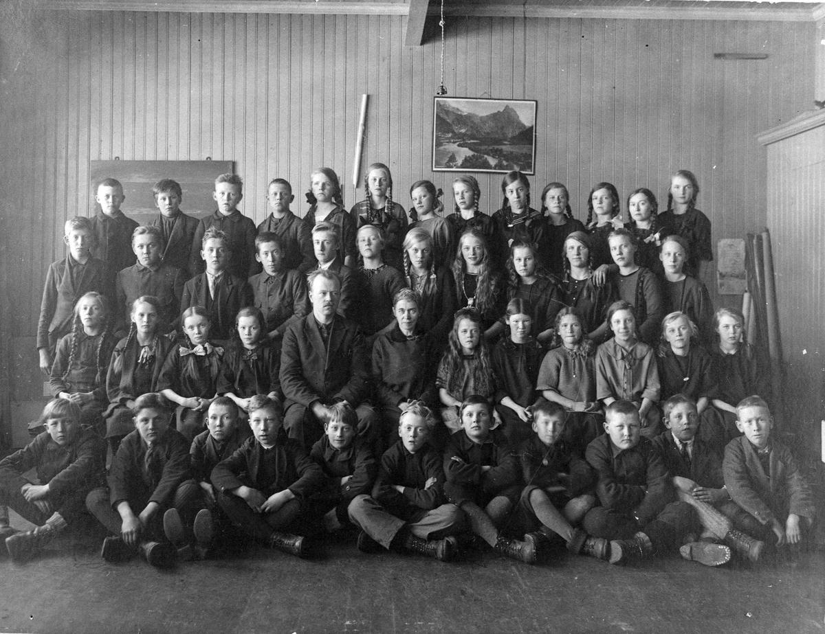 Skoleklasse ved Kirkebygden skole, 1924.