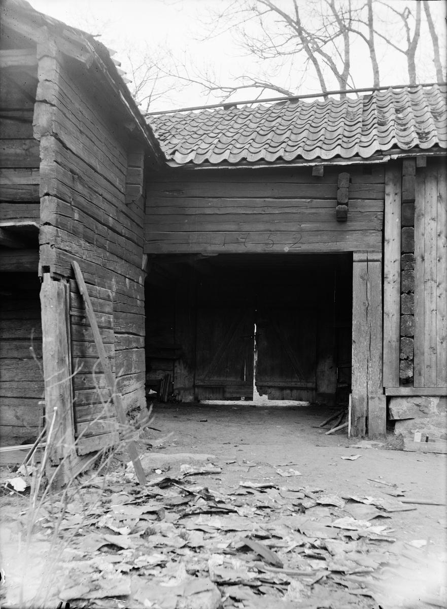 Portlider - nu på friluftsmuseet Disagården - på ursprunglig plats i Gränby, Björklinge socken, Uppland