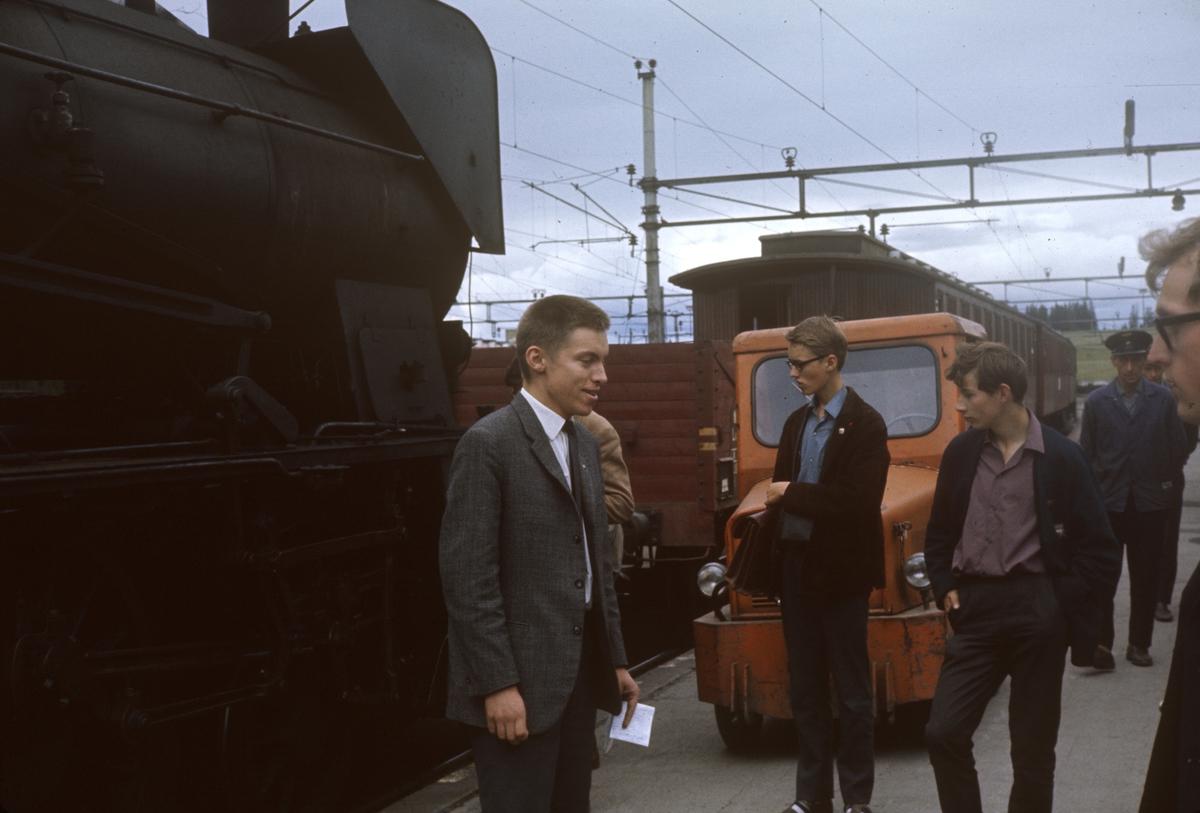 A/L Hølandsbanens veterantog på Eina stasjon.