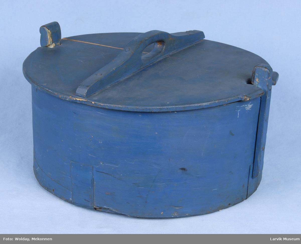Form: Kort sylinder form, lokk med hank