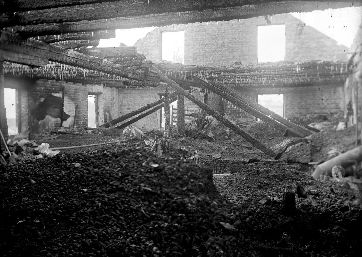 Efter branden av fröklängningsanstalten, inifrån. Fotograf E. Sörman.