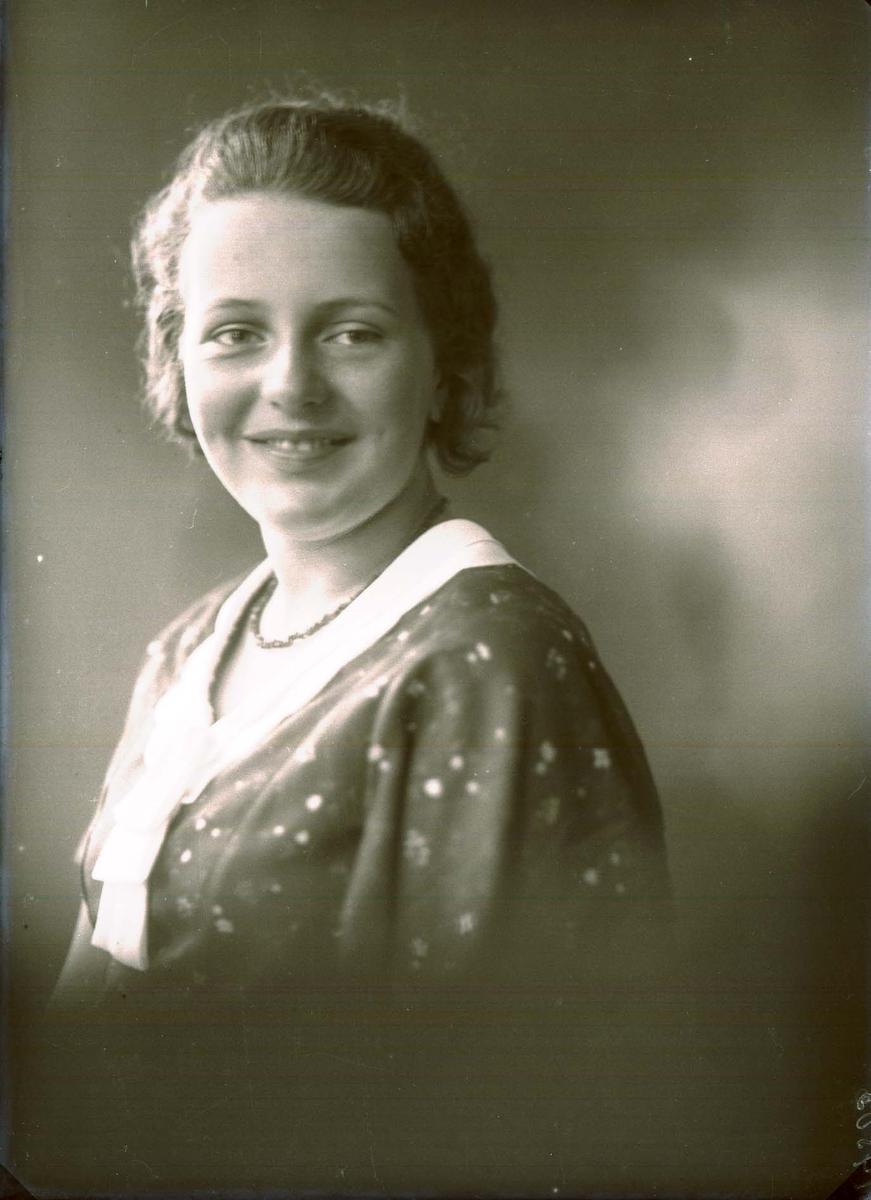 Portrett - En ung kvinne.