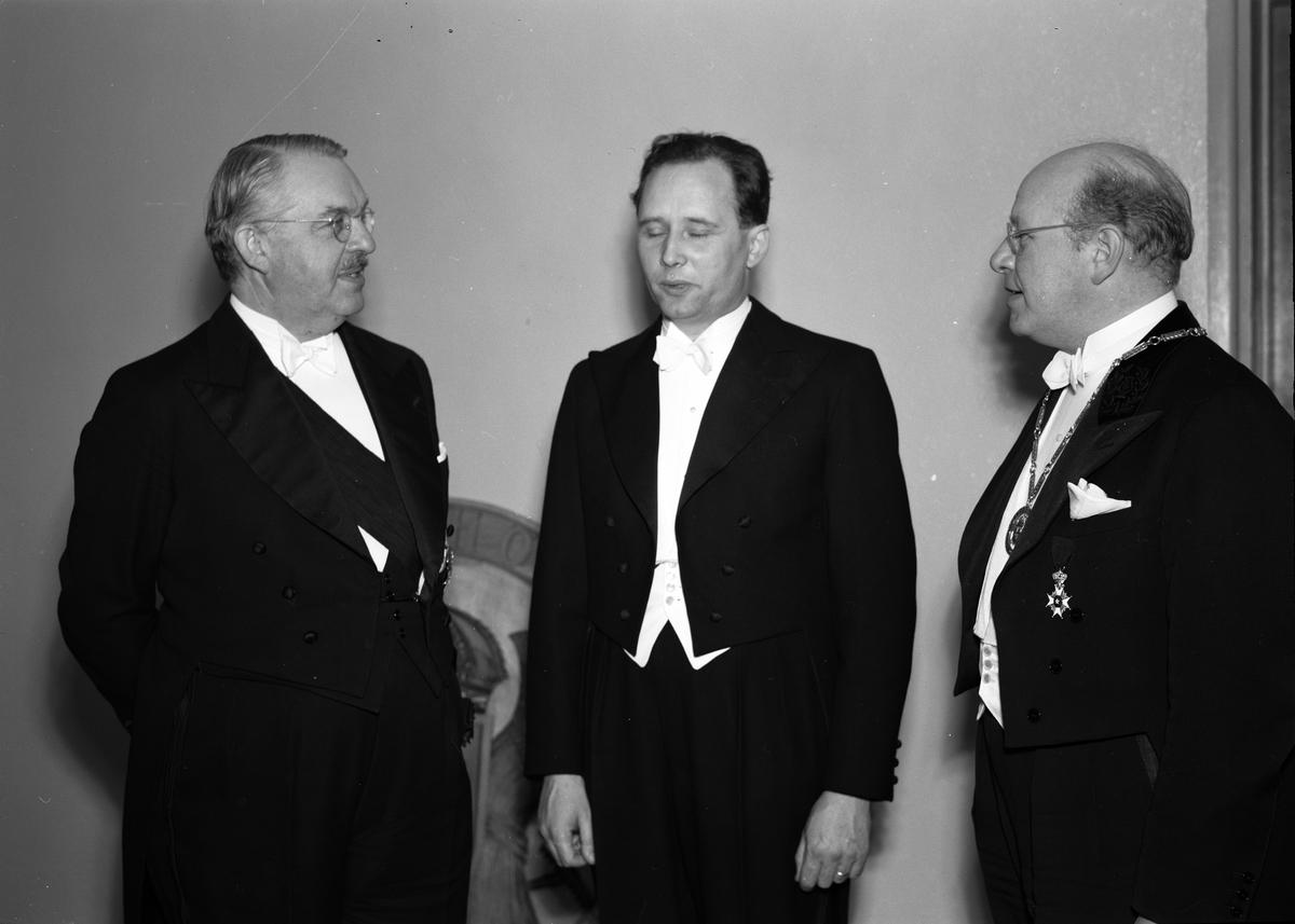 Grupporträtt med landshövding Hilding Kjellman, Uppsala 1947