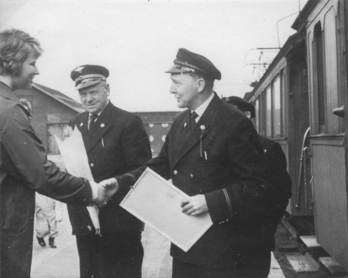 Gaveoverrekking i forbindelse med siste persontog på Thamshavnbanen 30.04.1963.