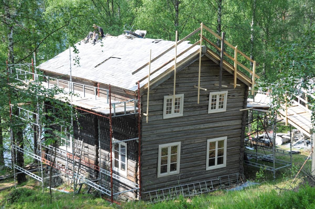 Bygning i to høgder frå Vestre Slidre