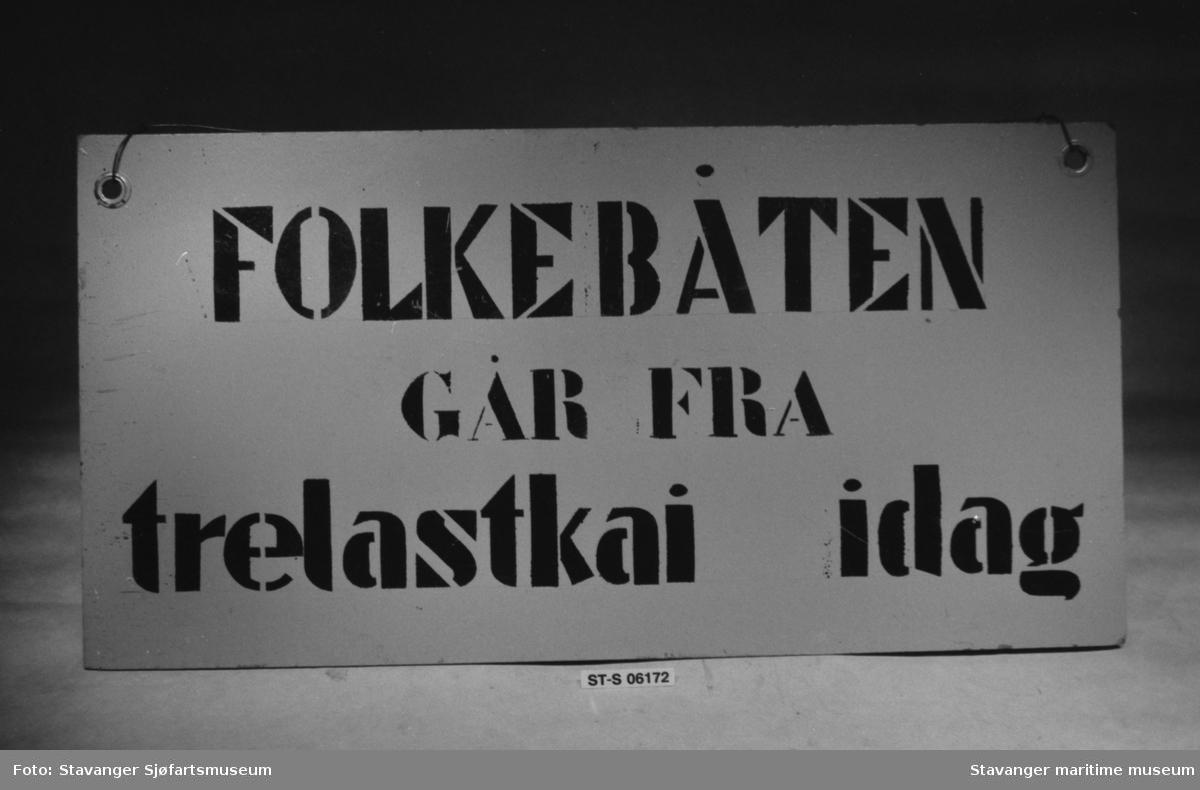 Skilt. Serie avfotograferte gjenstander fra Stavanger maritime museums utstillinger i Nedre Strandgate 17&19.