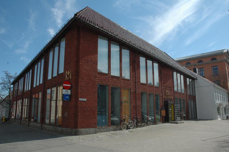 Nordenfjeldske Kunstindustrimuseum liegt im Stadtzentrum. Das Gebäude wurde 1968 von Architekt Herman Krag entworfen.