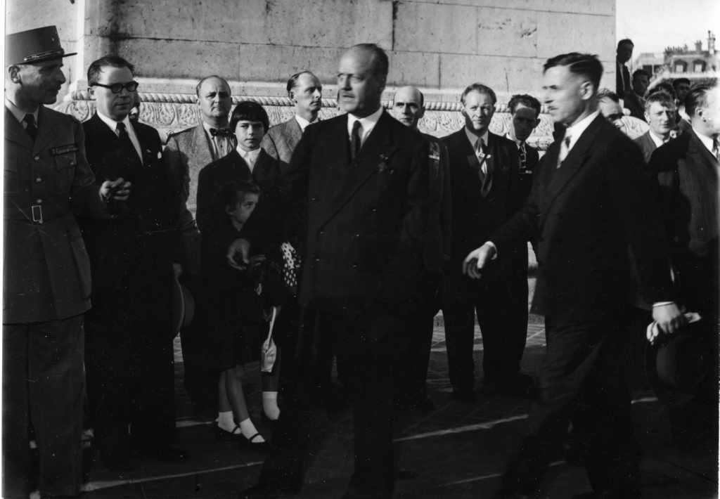Krigsveteraner fra Narvik på besøk i Paris 1955.