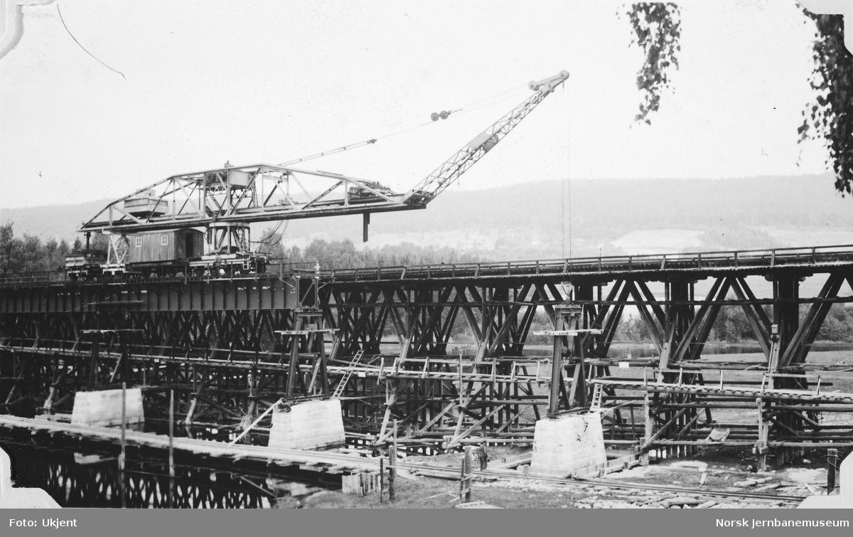 Bjerke bru : bygging av ny bru ved siden av den gamle