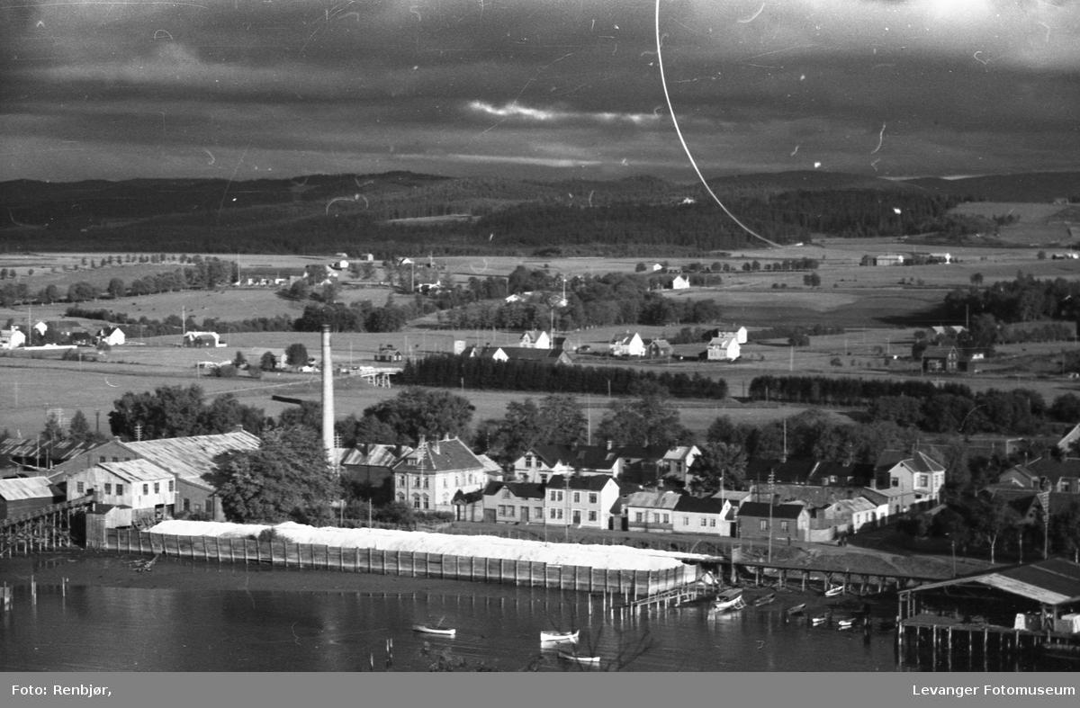 Levanger sentrum og litt fra Nesset. Med utsikt fra Staupshaugen.