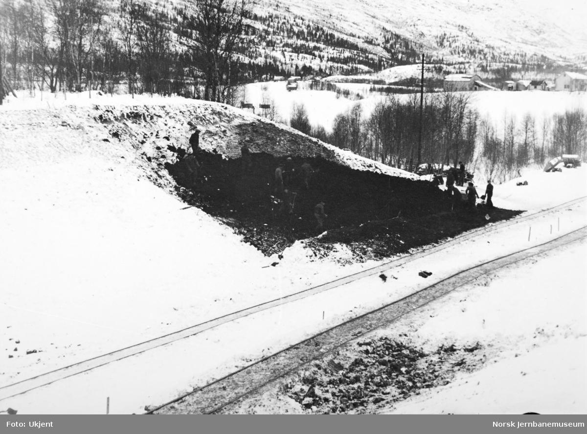 Anlegget Mosjøen-Mo i Rana : skjæring 34 ved Myrmo i Drevja, pel 1276