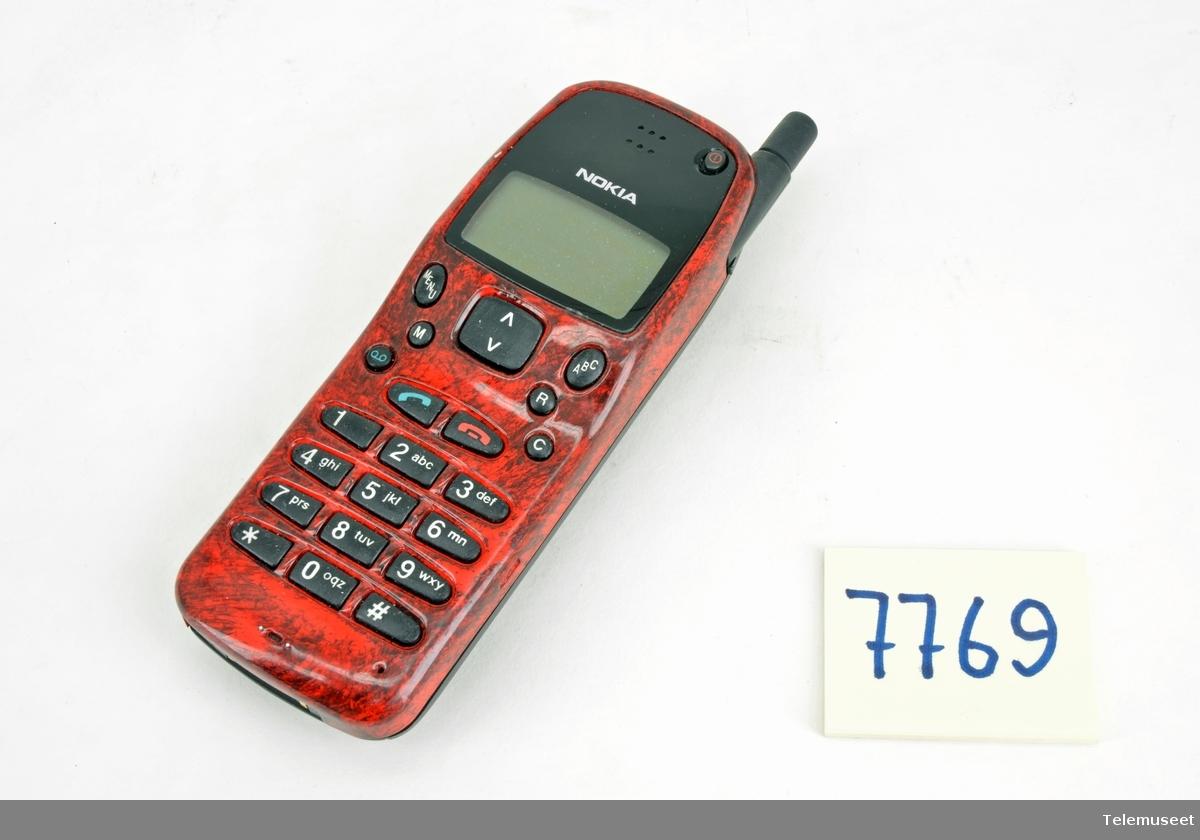 Nokia 232 THN 41 SN: 0060767 Code: 0500085 EC Finsk Tillatelsesnummer DK 95029001 Batteri: NMP (China)  NI-MH 6v 1100mAh  Talttid: 100min. Stanby:80timer Ladetid: 100min