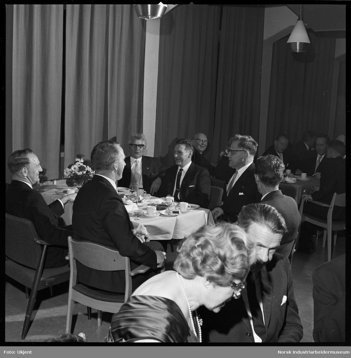Jubilantfest for herrer, 1964. Fra kaffebordene.