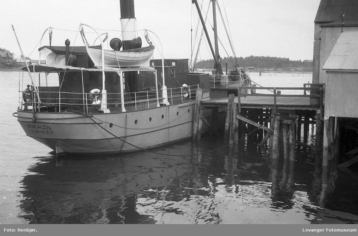 """Levangermotiv fra 1930-tallet. MS """"Værdalen""""."""