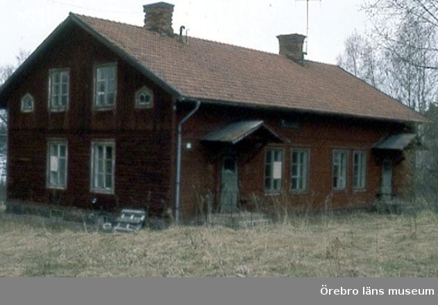 Svartå station. Överliggningsstuga, hus 9B. Bild 25 från NNB   (Översikt) '  26   '  V  '  27   '  SV                                       '  28   '  S '  2