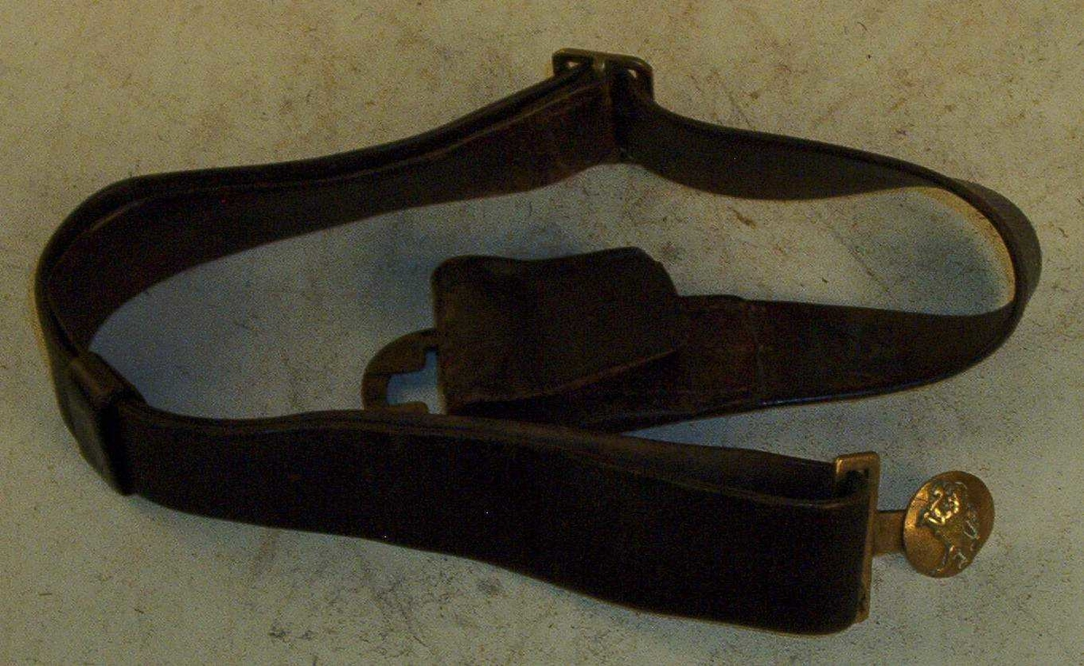 Fra 1868 hadde konstablene en noe tykkere trekølle i skjult lomme. Fra 1879 ble en ny køllemodell (slankere) båret i balg med bandolær utenpå uniformen. Spennene har variert; OPM 807 har en militær form, mens OPM 301 har byens våpen som midtmotiv.