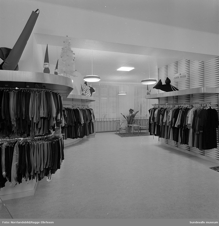 Interiörbilder från Béves klädbutik i juletid. Klänningsavdelningen en trappa upp.