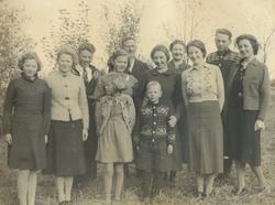 Familien på Tunheim bruk 2 ca 1940. Frå venstre Hanna Ånesta