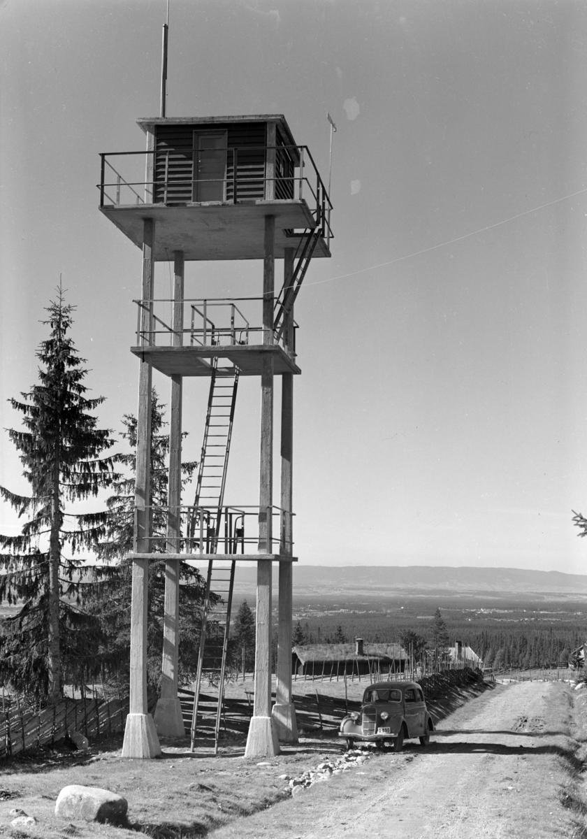 Løten Almenning. Brannvakttårn.Brannvaktstasjonen, Savalsætra, Løten. Personbil D-890.
