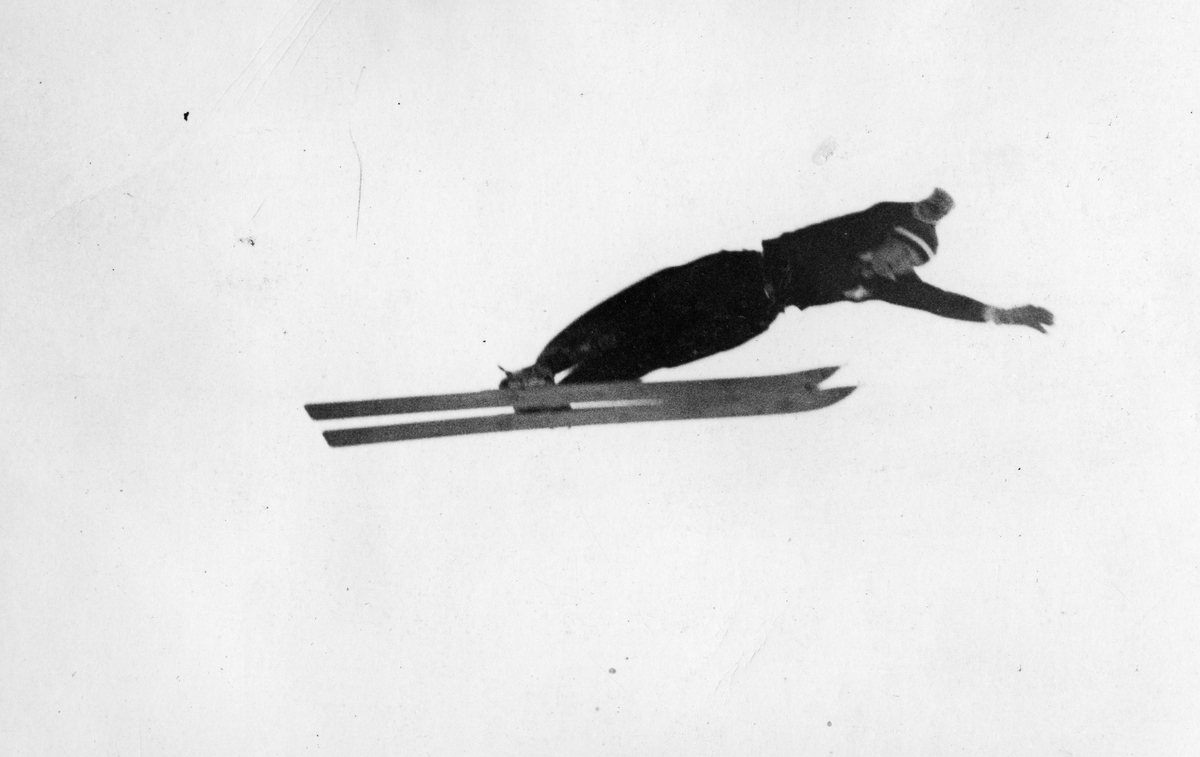 Kongsberg skier Sigmund Ruud jumping 86 m making world record