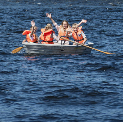 """Skoleelever i robåt under """"Skog og vann"""" 10/6 2014"""