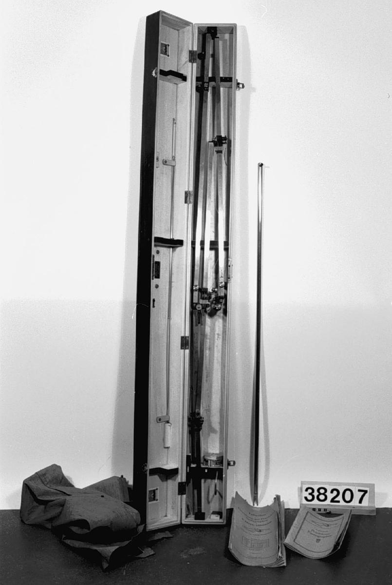 Pantograf, förpackat i trälåda med bruksanvisning och inställningstabeller enligt R. Reiss, Liebenwerda. Med gjutjärnsstativ.