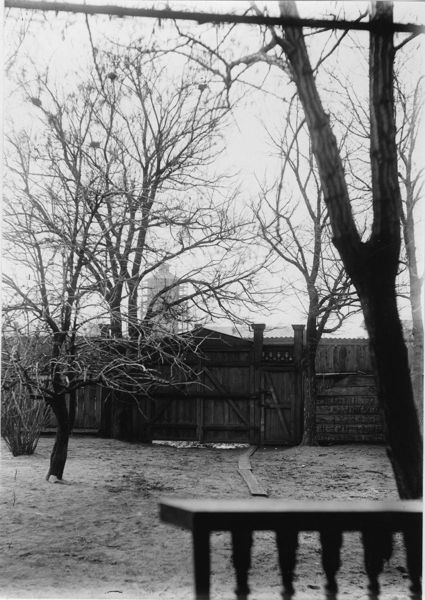 Krementschugs Järnverks AB. Ingångsporten. 1897-1902 förestod O. Larsson masugnsdriften och det nyanlagda gjuteriet, de två senare åren var han direktör för bruket.