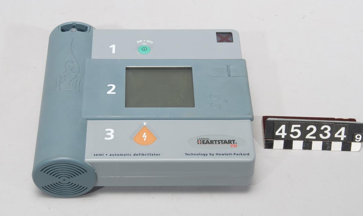 Halvautomatisk defibrillator/hjärtstartare för undersökning av hjärtrytm och vid behov defibrillation med påföljande stimulering av hjärtat.  Heartstart FR kan anpassas till användning på spädbarn med hjälp av en särskild nyckel.