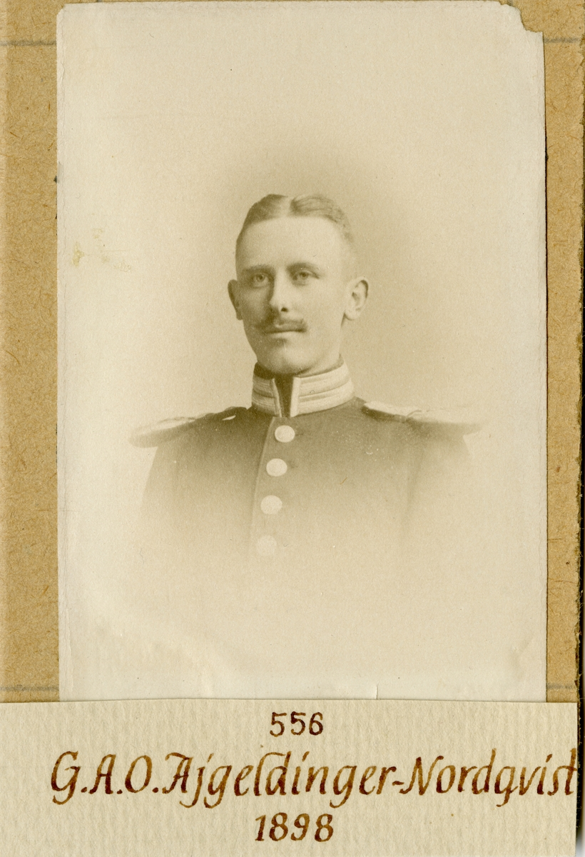 Porträtt av Gösta Ajgil Oliver Ajgeldinger-Nordqvist, officer vid Göta livgarde.