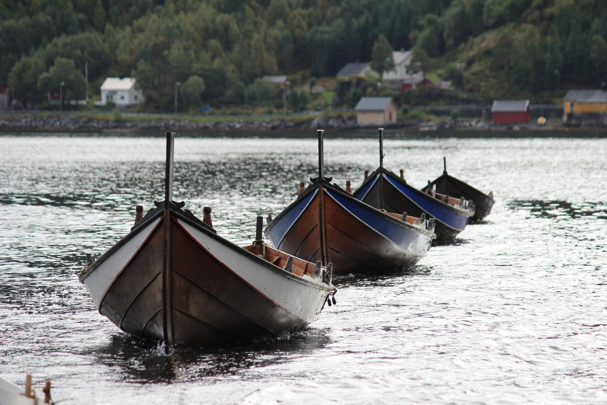 """""""Åfjord boat"""" is the name of our local boat type. They also have names for their sizes. The boats on this picture are the size """"halvfjerming"""" (23-27 ft), making them """"Åfjords halvfjerming""""."""