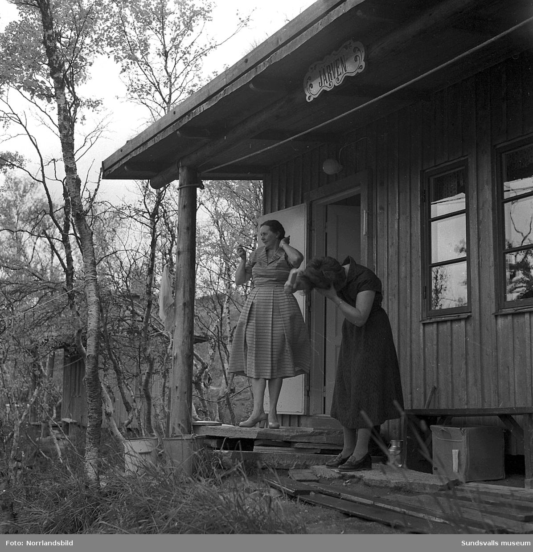Fjällturister i SCA:s personalstiftelses stugby Essvikstunet vid Hamra fjällanläggning i Tänndalen, Härjedalen.