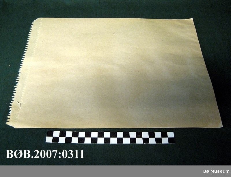 Papirposer i tykt gråpapir Form: Rektangel
