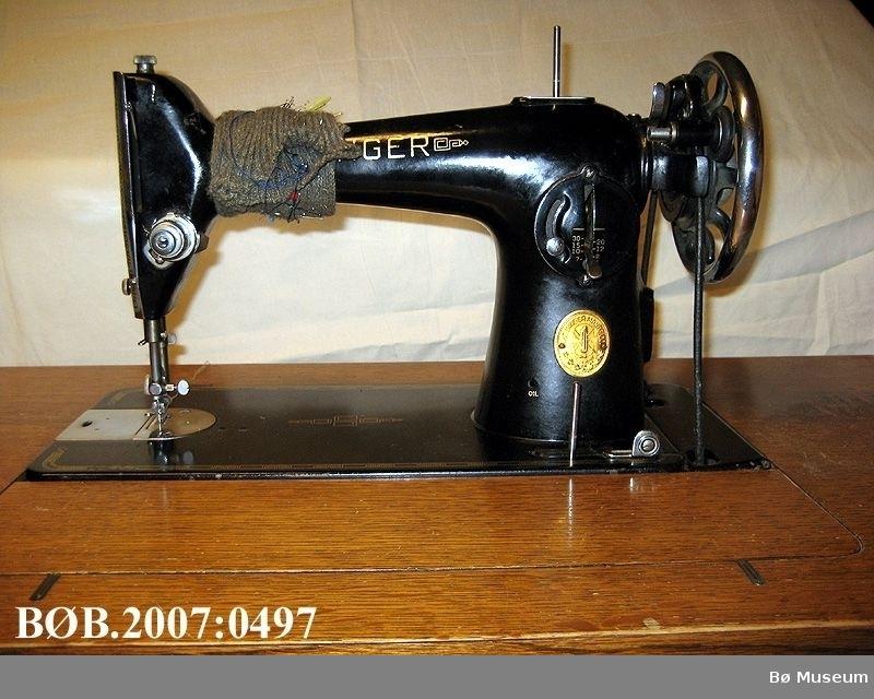 Tråsymaskin med sybord
