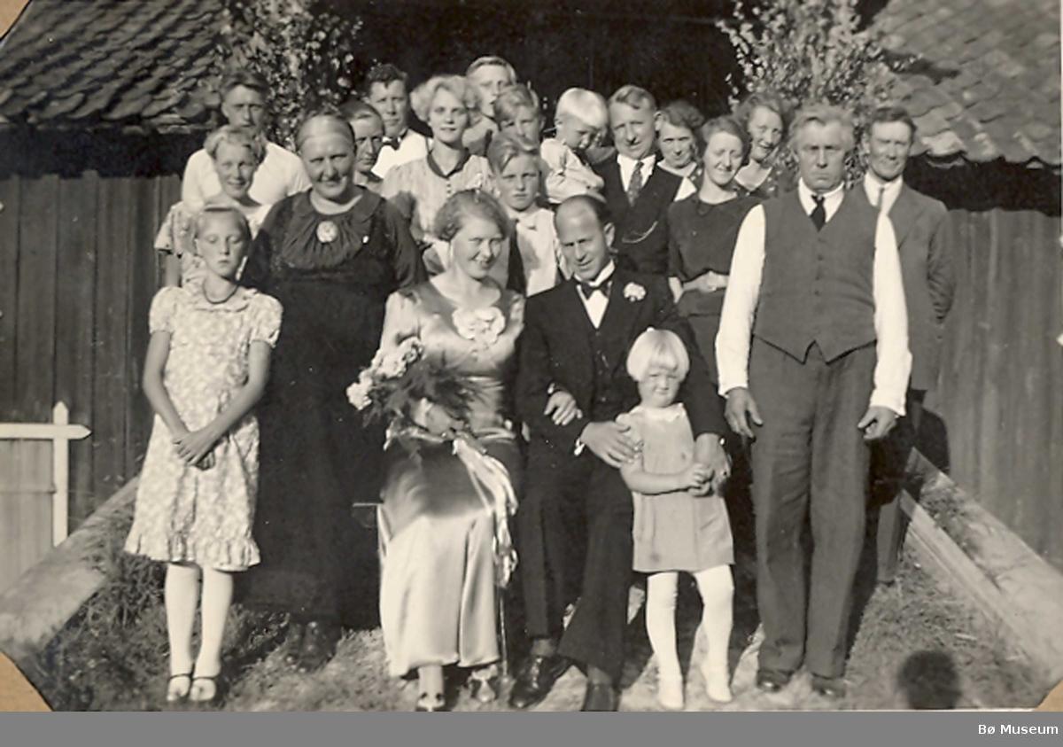Bryllaupet til Else Thorsdtr. Hegna i Nes og Hans Thofsen.