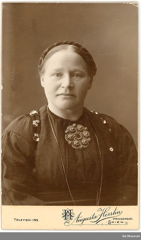 Dordi Jønneberg, portrett