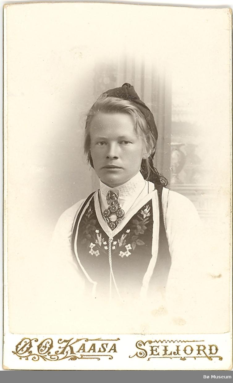 Kvinne, portrett, Seljordsbunad