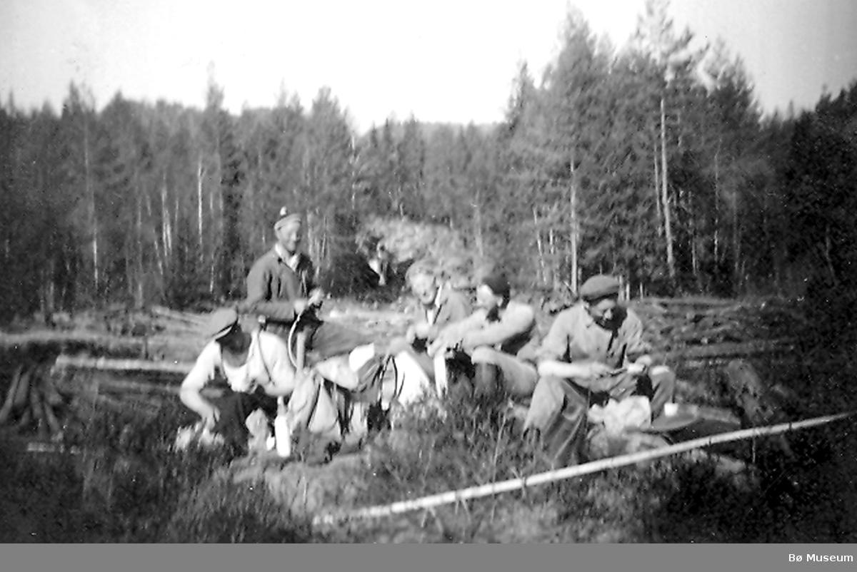 Matpause på Bakkjerskjæret 1951
