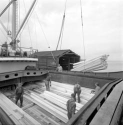 Lastning av sågade trävaror vid Karlsviks sågverk på den tys
