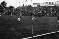 Situationsbilder  från fotbollsmatch mellan Sverige-Danmark