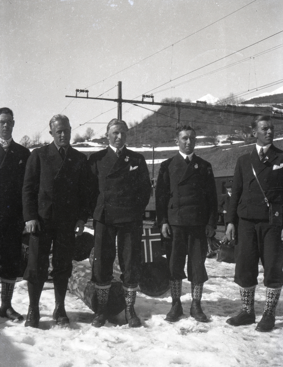 Kongsberg skiers at the railway station