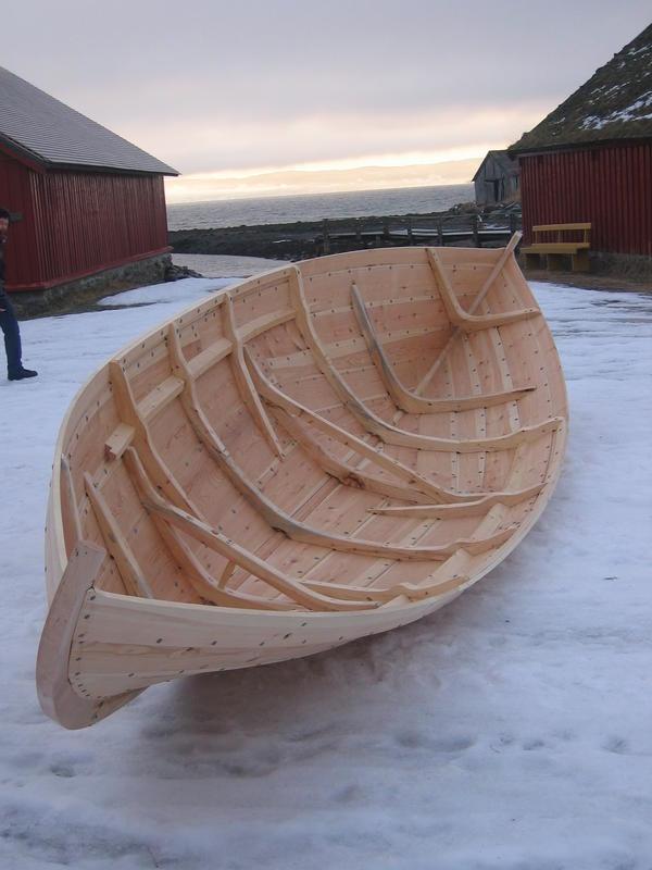 Det er tydelig slektskap, men også stor variasjon, blandt de norske tradisjonsbåtene nord for Stadt.