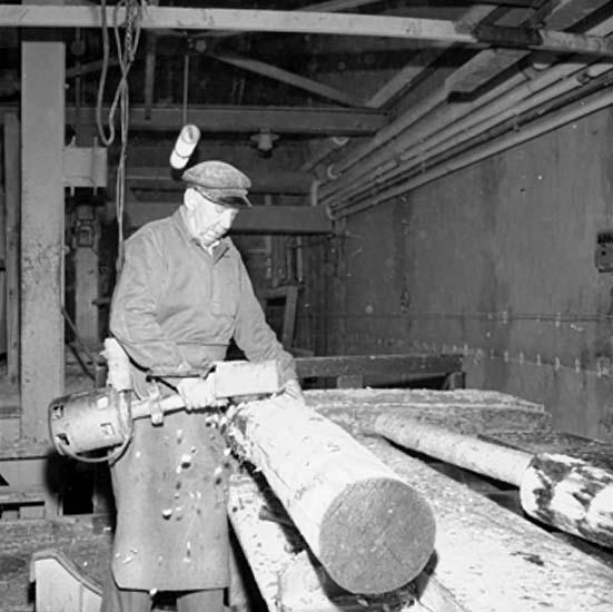 Ställdalens sågverk, interiör, en man.Emil Eklund