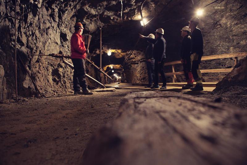 På omvisningsrunden i Gammelgruva stopper vi opp og forklarer om driftsmetoder i gruva gjennom 333 år med gruvedrift (Foto/Photo)